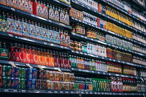 Korzystanie z wysokich regałów sklepowych