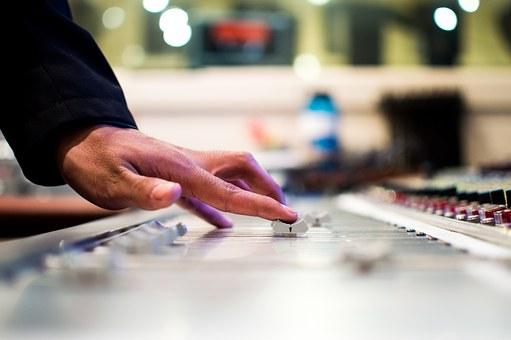 Koszt zatrudnienia DJa na wesele