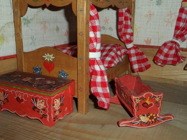 szerokie łóżeczko drewniane dla lalek