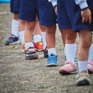Posiadanie odpowiednich butów korekcyjnych dba o stopy