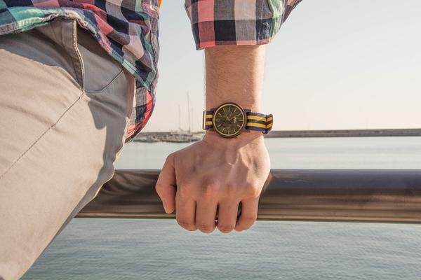 Zegarek drewniany jako niebanalny dodatek