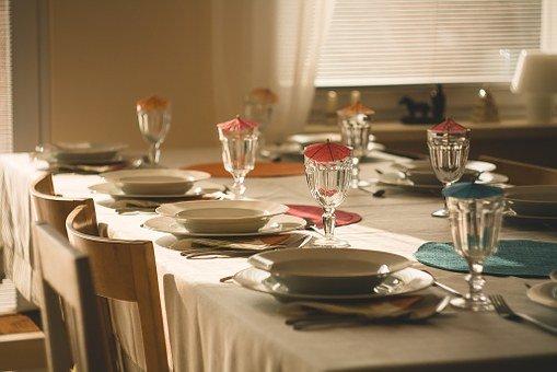 Estetyczny komplet talerzy