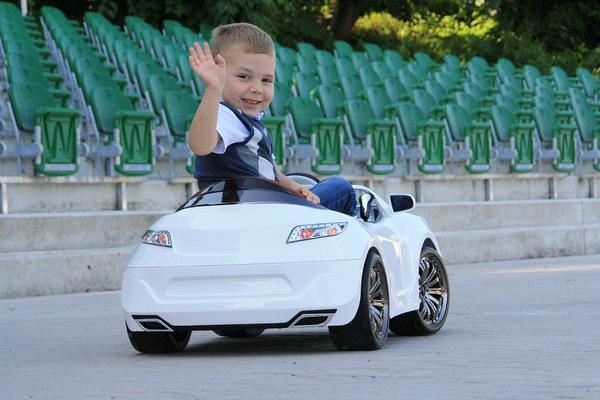 tani samochód dziecięcy elektryczny