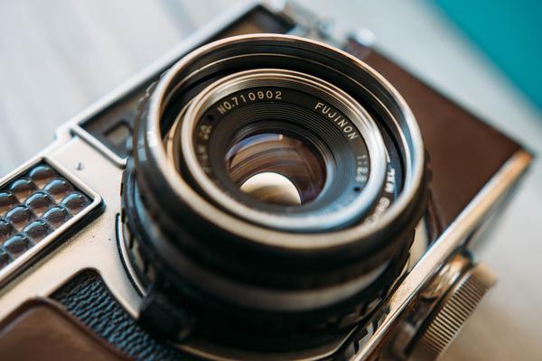 Doświadczony fotograf oferujący perfekcyjne usługi