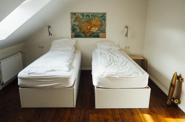 Czy warto wynajmować pokój na godziny?