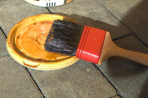 Czy warto używać wosku do mebli?
