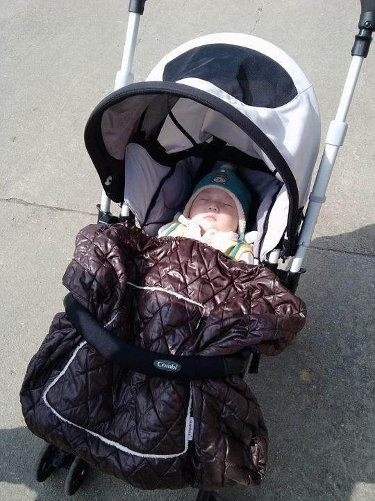 Śpiworek do dziecięcego wózka – jaki wybrać?